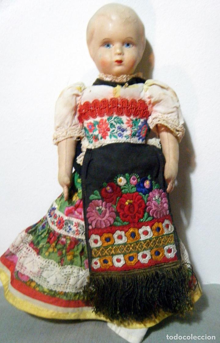 Muñecas Extranjeras: Lote muñeco y muñeca cartón piedra y trapo vestimenta regional - Foto 2 - 161690836