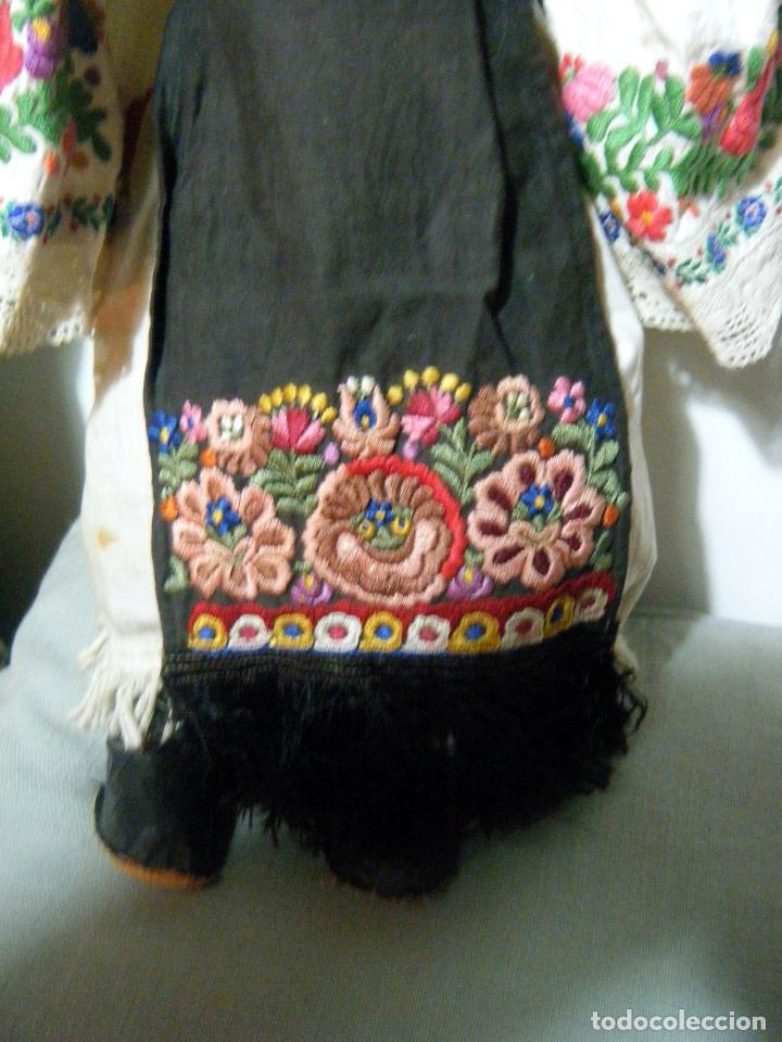 Muñecas Extranjeras: Lote muñeco y muñeca cartón piedra y trapo vestimenta regional - Foto 10 - 161690836