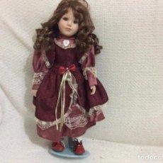 International Dolls - Lindissima boneca portuguesa em porcelana com traje tradicional, anos 60 - 67713557