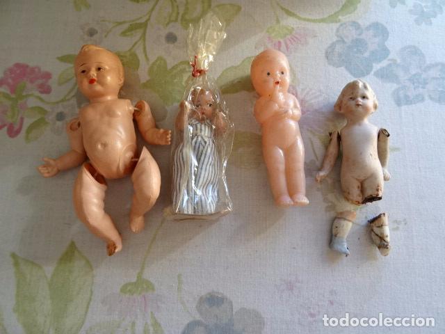 LOTE DE 4 MUÑEQUITOS ANTIGUOS (Juguetes - Muñeca Extranjera Antigua - Otras Muñecas)