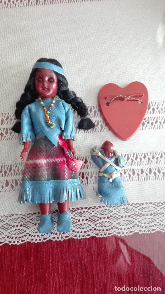 ANTIGUA MUÑECA INDIA CON BEBÉ Y PEANA MARCA CARLSON DOLLS ESTADOS UNIDOS (Juguetes - Muñeca Extranjera Antigua - Otras Muñecas)