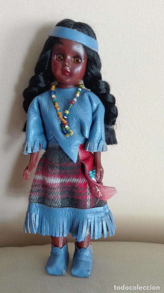 Muñecas Extranjeras: ANTIGUA MUÑECA INDIA CON BEBÉ Y PEANA MARCA CARLSON DOLLS ESTADOS UNIDOS - Foto 2 - 78389329