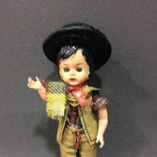 Muñecas Extranjeras: MUÑECA ANTIGUA CON TRAJE REGIONAL ,OJOS BASCULANTES .. Lote 81516226