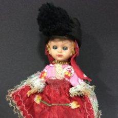 Muñecas Extranjeras: MUÑECA ANTIGUA CON TRAJE REGIONAL ,OJOS BASCULANTES. Lote 81523030