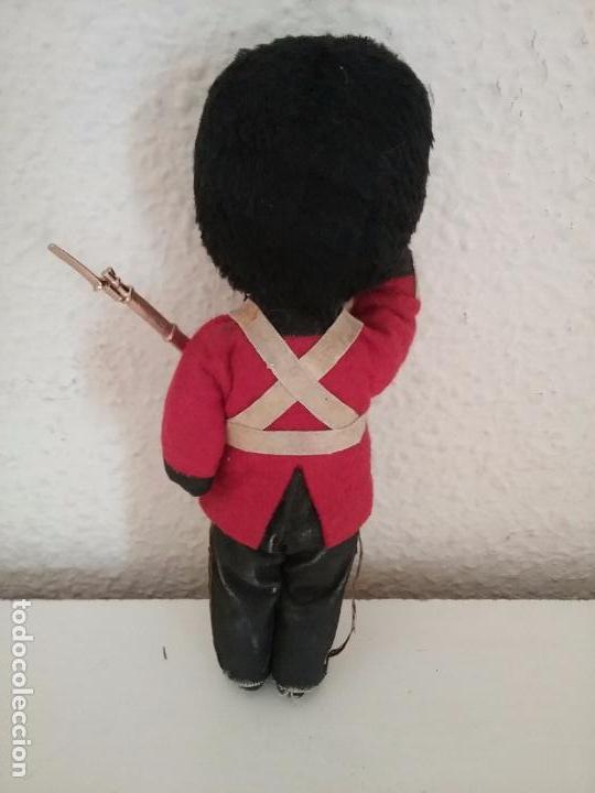 Muñecas Extranjeras: MUÑECO GUARDIA REAL INGLESA - Foto 2 - 83848528