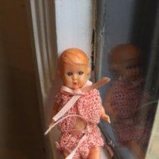 Muñecas Extranjeras: PEQUEÑA MUÑECA ITALIANA DE CELULOIDE CON OJOS MÓVILES. Lote 85423668