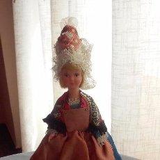 Muñecas Extranjeras: BONITA MUÑECA ANTIGUA DE CELULOIDE CON TRAJE REGIONAL, SOUVENIR O RECUERDO. Lote 90276860