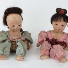 Muñecas Extranjeras: PAREJA DE MUÑECOS JAPONESES EN CARTÓN PIEDRA CON PELO NATURAL AÑOS 20. Lote 91385167