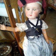 Muñecas Extranjeras: MUÑECA ANTIGUA DE CARTÓN PIEDRA ARTICULADA. Lote 96039104