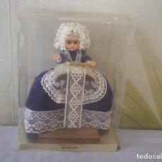 Muñecas Extranjeras: MUÑECA DE BRUSELAS TEJEDORA DE PUNTILLAS.. Lote 98708211