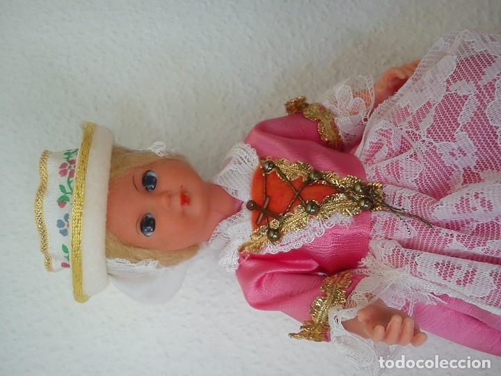 Muñecas Extranjeras: ANTIGUA MONECA PARA COLECIONADORES TIPICA DO PAIZ OJOS DURMIENTES ROPAS ORIGINALES ANOS 50,60 - Foto 3 - 103722531