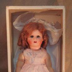 Muñecas Extranjeras: MUÑECA DE CABEZA DE CERÁMICA Y CUERPO DE COMPOSICIÓN,GERMANY,CAJA ORIGINAL,AÑOS 30. Lote 104683031