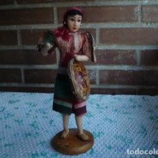 Muñecas Extranjeras: MUÑECA DE TELA RELLENA Y ALAMBRE ANTIGUA FILIPINA ATUENDO CAMPESINO. Lote 107188107