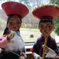International Dolls - PAREJA CON TRAJE TRADICIONAL DE CERAMICA PINTADA - 108345163