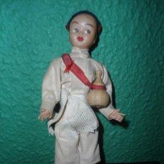 Muñecas Extranjeras: ANTIGUO MUÑECO PORTUGUES - AÑOS 50-60. Lote 111977911