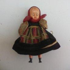 Muñecas Extranjeras: ANTIGUA MUÑECA OJOS DURMIENTES CON TRAJE TÍPICO O REGIONAL. CASA DE MUÑECAS . Lote 119864719