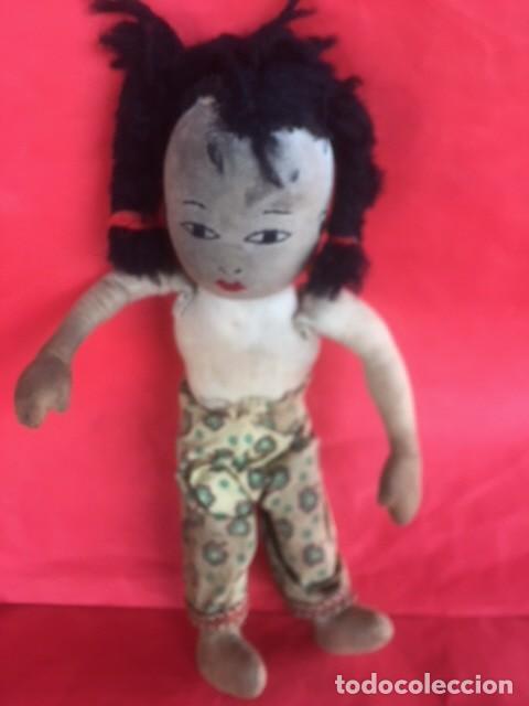 Muñecas Extranjeras: Curiosa primitiva muñeca trapo rasgos cara bordados siglo XIX o principios XX - Foto 5 - 122182139