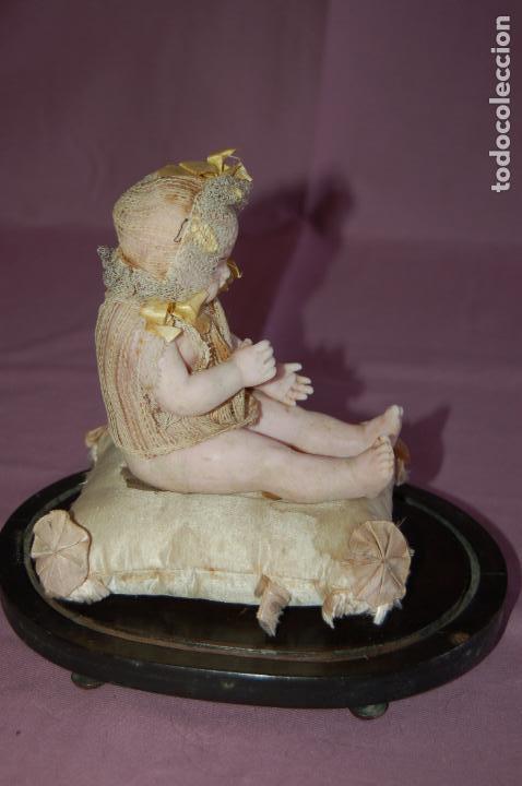Muñecas Extranjeras: bebé de cera antiguo en cúpula - Foto 3 - 127497311