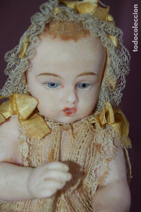 Muñecas Extranjeras: bebé de cera antiguo en cúpula - Foto 12 - 127497311