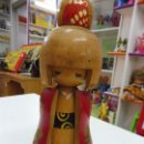Muñecas Extranjeras: MUÑECA KOKESHI FIGURA MADERA JAPONESA SELLADA ANTIGUA. Lote 130184163