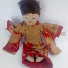 Muñecas Extranjeras: MUÑECA DEL SIGLO XIX. PAPEL MACHE, MADERA Y TRAPO. NIÑO ORIENTAL CON KIMONO. Lote 135004134