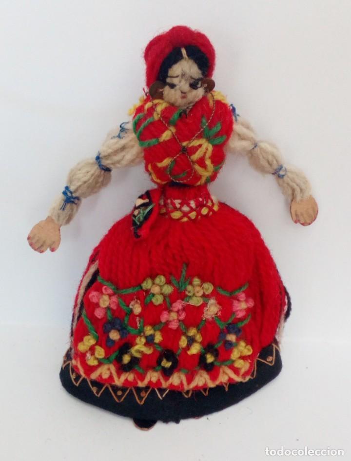 MUÑECA REALIZADA EN LANAS Y ROPA BORDADA, FINALES DEL SIGLO XIX (Juguetes - Muñeca Extranjera Antigua - Otras Muñecas)