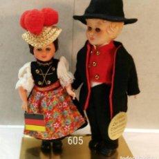 Muñecas Extranjeras: PAREJA DE ALEMANES ÉTNICOS. Lote 121917707