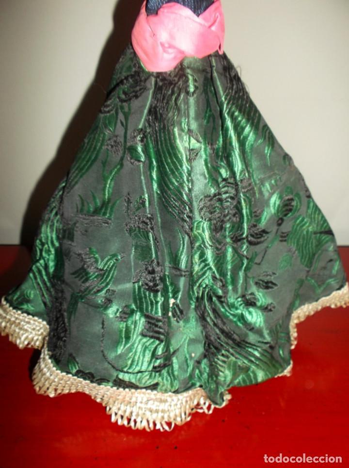 Muñecas Extranjeras: Rarísimo muñeco de cera vertida y ojos de cristal con carrito de madera juguete de arrastre - Foto 4 - 148179710