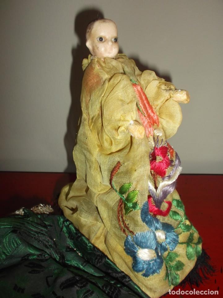 Muñecas Extranjeras: Rarísimo muñeco de cera vertida y ojos de cristal con carrito de madera juguete de arrastre - Foto 5 - 148179710