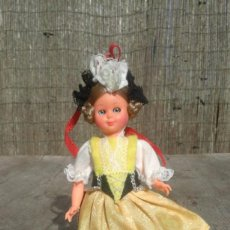 Muñecas Extranjeras: MUÑECA TRAJE REGIONAL. Lote 148581930