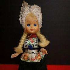 Muñecas Extranjeras: ANTIGUA MUÑECA AÑOS 50 TIROLESA CON TRAJE REGIONAL. OJOS OSCILANTE MARGARITA. HECHA EN CELULOIDE. Lote 150933130