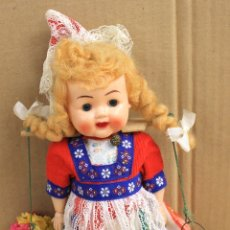 Muñecas Extranjeras: MUÑECA ANTIGUA HOLANDESA EN CELULOIDE. OJOS DURMIENTES. ARTESANAL.. Lote 150953645