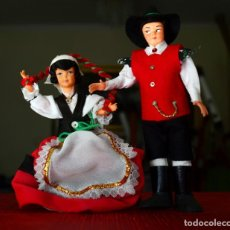 Muñecas Extranjeras: PAREJA FRANCESA CON TRAJE TÍPICO, VINTAGE. Lote 177618885