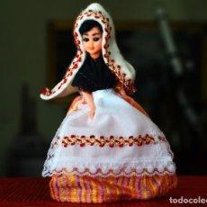 Muñecas Extranjeras: PEQUEÑA MUÑECA VINTAGE FRANCESA TRAJE TÍPICO. Lote 150971446
