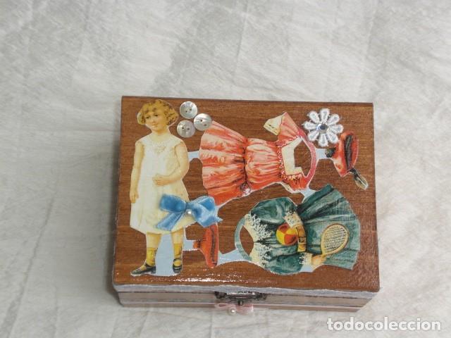 Muñecas Extranjeras: PRECIOSO COFRE DECORADO CON MUÑECA TINY Y SU AJUAR - EEUU - REPRODUCCIÓN EN COMPOSICIÓN - Foto 3 - 151962434