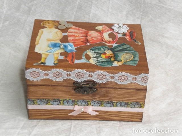 Muñecas Extranjeras: PRECIOSO COFRE DECORADO CON MUÑECA TINY Y SU AJUAR - EEUU - REPRODUCCIÓN EN COMPOSICIÓN - Foto 4 - 151962434