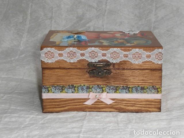Muñecas Extranjeras: PRECIOSO COFRE DECORADO CON MUÑECA TINY Y SU AJUAR - EEUU - REPRODUCCIÓN EN COMPOSICIÓN - Foto 5 - 151962434