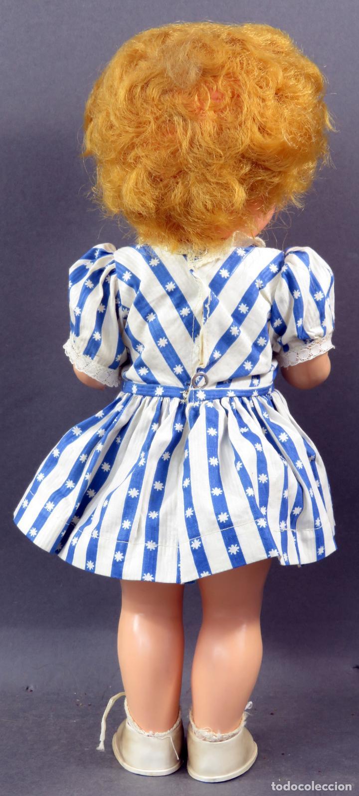 Muñecas Extranjeras: Muñeca andadora inglesa Pedigree goma y plástico ropa original con etiqueta años 60 40 cm - Foto 4 - 151966586