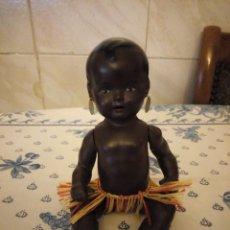 Muñecas Extranjeras: MUÑECA NEGRITA AFRICANA DE TRIBU .DE VINILO MARCA TORTUGA.. Lote 152157161