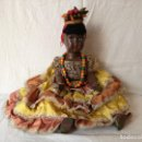 Muñecas Extranjeras: MUÑECA NEGRITA VESTIDA DE CARMEN MIRANDA, DE GRAN TAMAÑO.. Lote 154549206