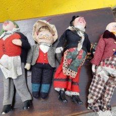 Muñecas Extranjeras: BOT. LOTE DE 4 MUÑECOS DE FIELTRO. ANTIGUOS. ORIGEN INGLES. Lote 164829653