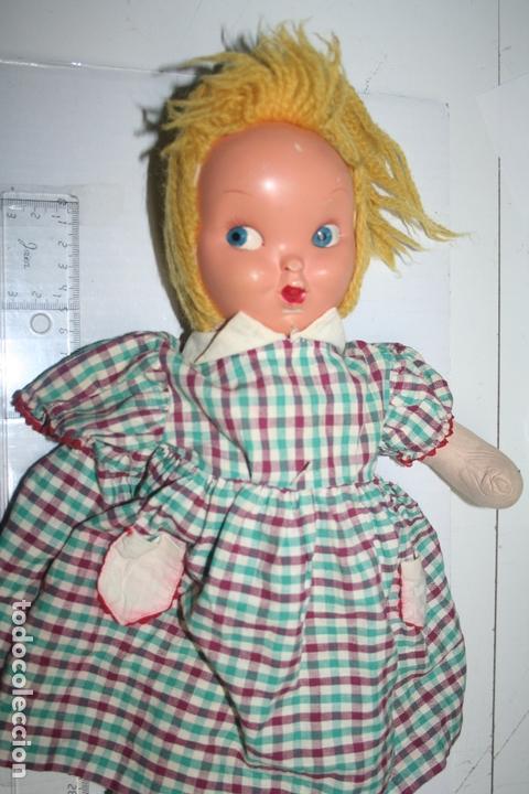 Muñecas Extranjeras: ANTIGUA MUÑECA VESTIDA (Le falta un brazo) *** Altura: 40 cm - Foto 2 - 164897562