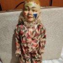 Muñecas Extranjeras: ANTIGUO PAYASO PORCELANA-MADERA. Lote 168110500