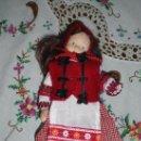 Muñecas Extranjeras: MUÑECA DE PORCELANA ANTIGUA. Lote 169105004