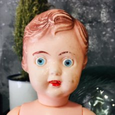 Muñecas Extranjeras: MUÑECA VINTAGE AÑOS 60 CON OJOS AZULES MUÑECO DE PLASTICO RETRO. Lote 172102663