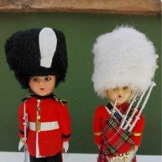 Muñecas Extranjeras: 2 MUÑECOS VINTAGE ESCOCES Y BRITANICO. Lote 178360460