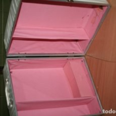Muñecas Extranjeras: ANTIGUO MALETIN MUÑECA TIPO BARBIE FASHION DOLL WARDROBE CASE . Lote 179094670