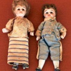 Muñecas Extranjeras: PAREJA DE MUÑEQUITOS DE PORCELANA, MUY ANTIGUOS. 10 CM. Lote 179109820