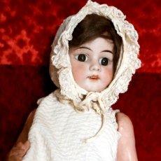 Muñecas Extranjeras: PRECIOSA MUÑECA DE PORCELANA, CUERPO DE CARTON PIEDRA. 45 CM APROX. Lote 182475786