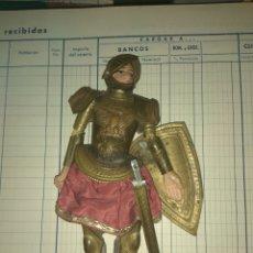 Muñecas Extranjeras: ANTIGUA MARIONETA SICILIANA CON TRAJE MEDIEVAL. Lote 182735897